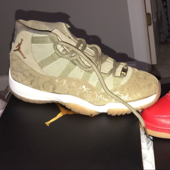 purchase cheap 491ab 80a14 Women's Air Jordan Retro 11 NWT
